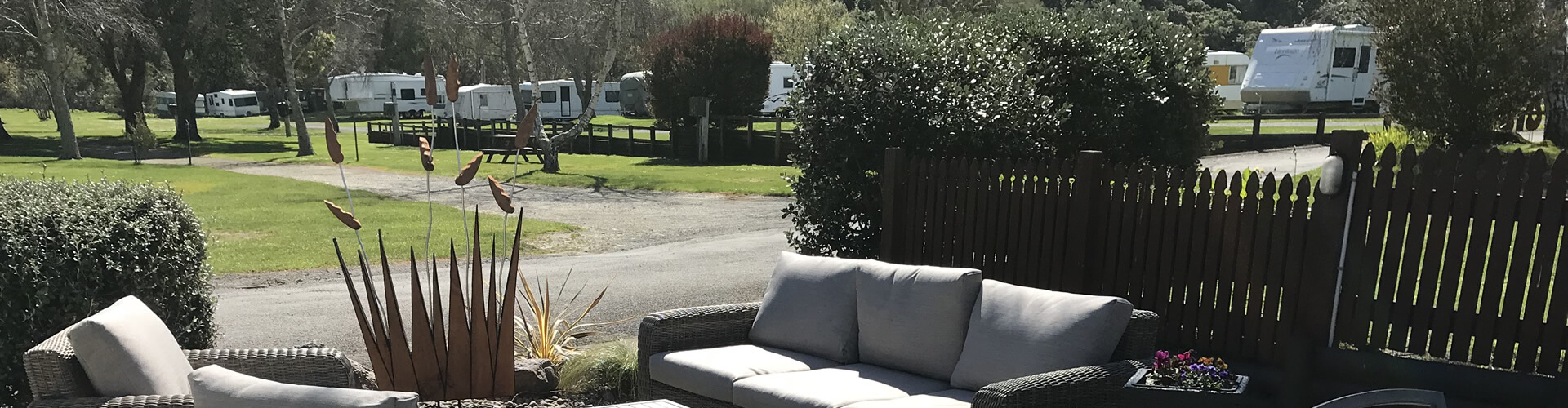Outdoor Sitting Area At Parklands Marina Holiday Park In Picton